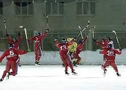 4 марта 2001 г. Архангельск. Последняя минута второй финальной встречи. Иван Максимов только что забил победный гол.